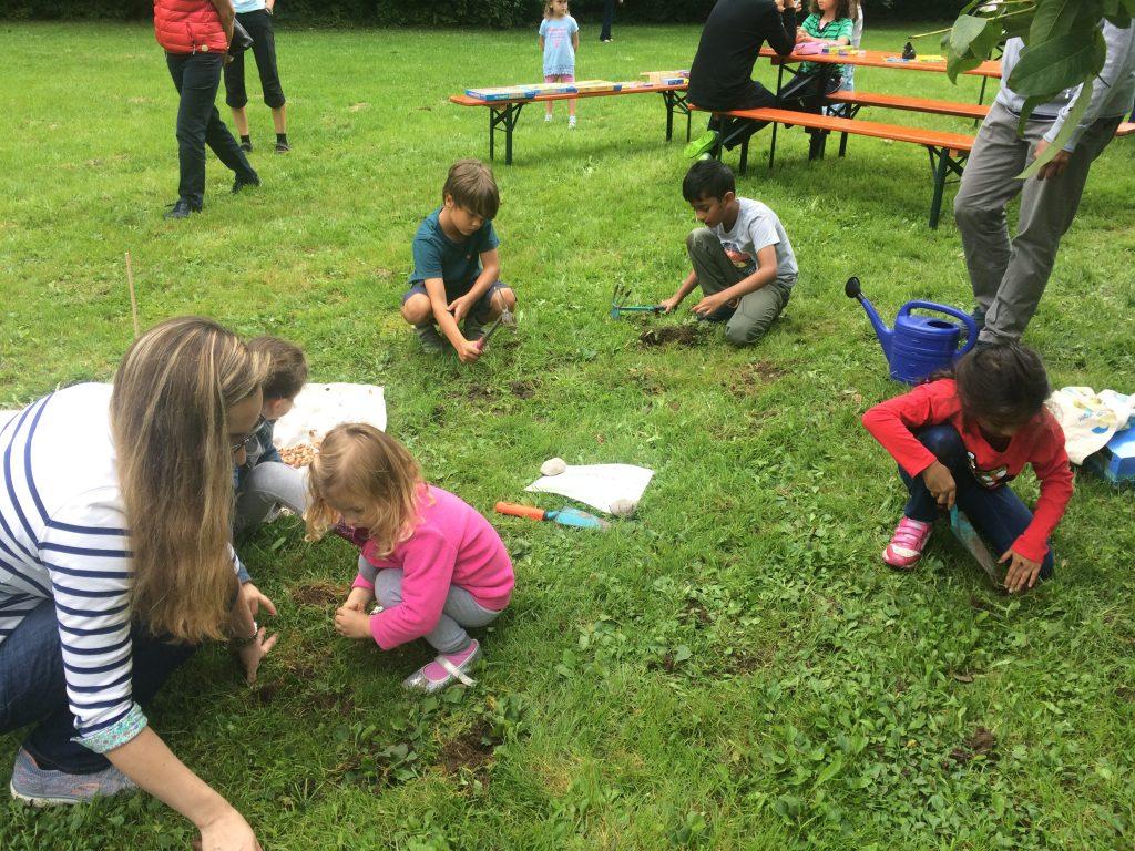 Pflanzen und Säen beim Kinderfest des BA21