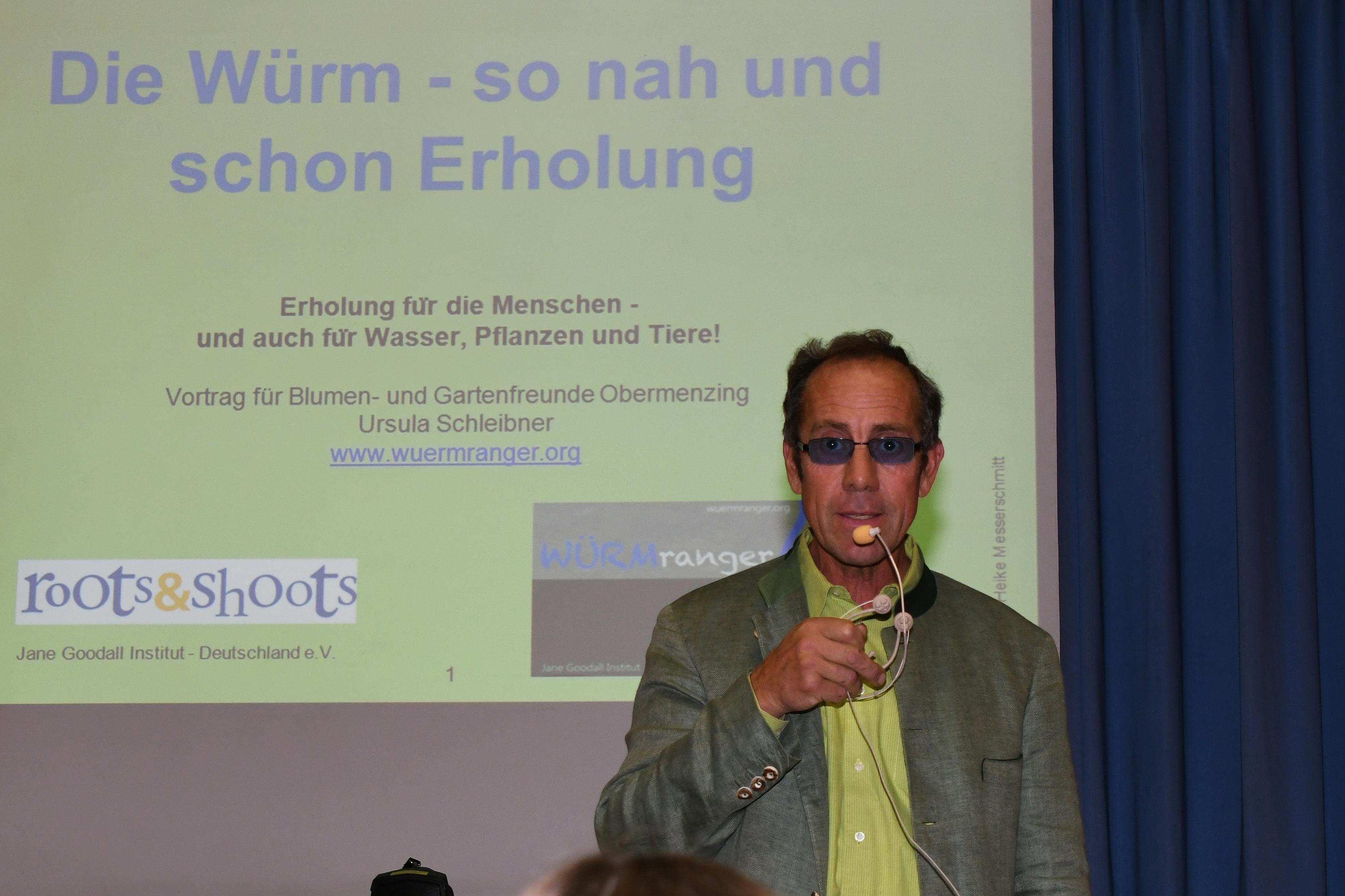 Markus Heinitz begrüßt das Publikum.