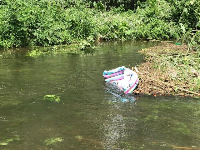 Angeschwemmter Müll in der Würm.