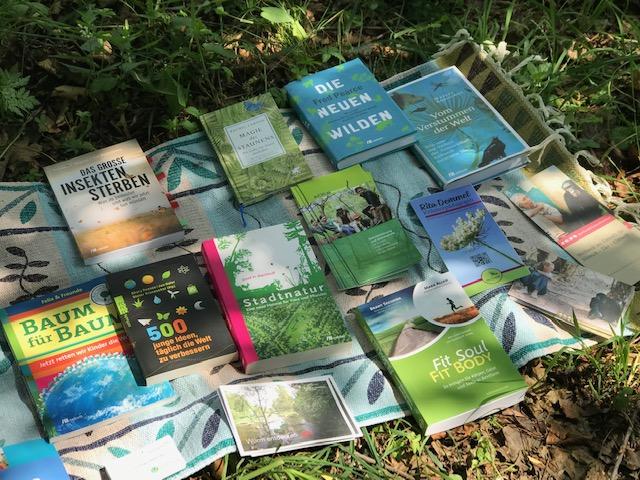 Fachliteratur und Samen für Wildblumen für die jungen LehrerInnen