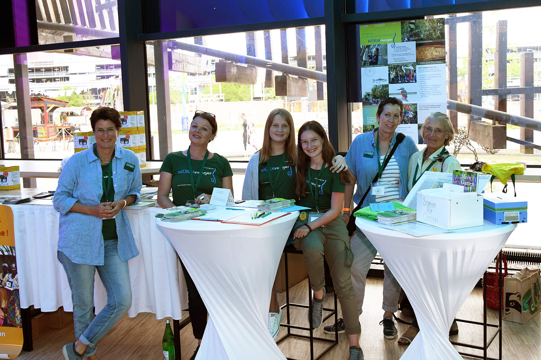 Der Stand der Würmranger, von rechts nach links: Ursula, Evi, Mara, Viktoria, Rafaela, Beatrice. Die anderen sind in den Pfingstferien.