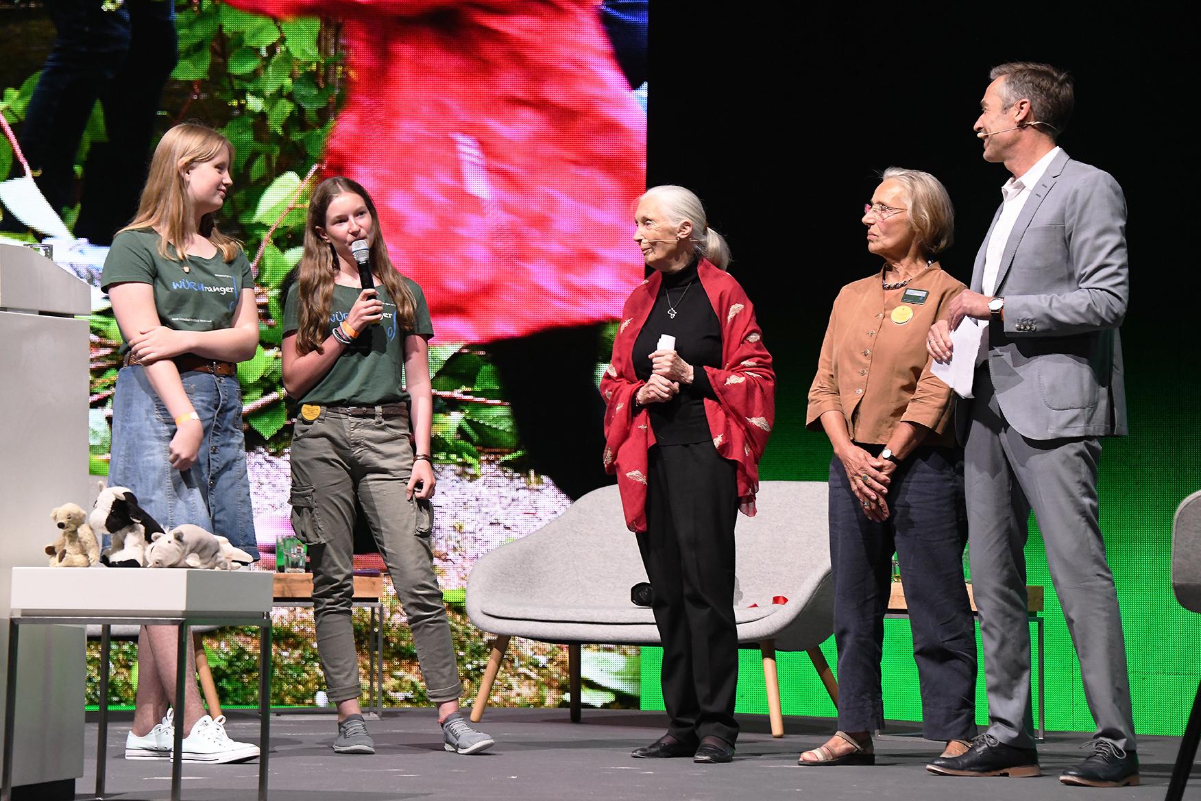 Von rechts nach links: Dirk Steffens, Ursula Schleibner, Jane Goodall, Mara Vohler, Viktoria Metzger