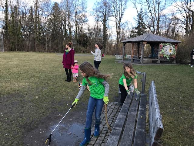 Mila, Lena, Mara, Louisa und Eltern in Aktion