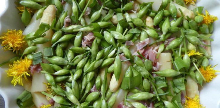 Rezept für Frittata mit Bärlauchknospen, Löwenzahnblüten und Spargel